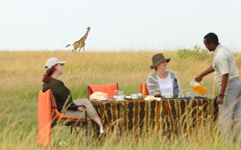 Olakira Bush Breakfast With Giraffe In The Background
